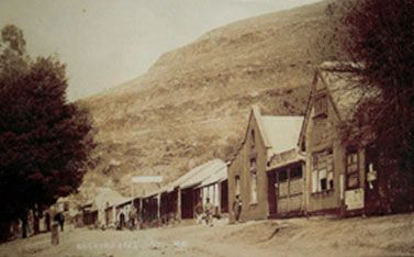 The town's original architecture remains largely unchanged since the heyday of the mining era, because the town was declared a National Monument. It became a provincial heritage site in 1986