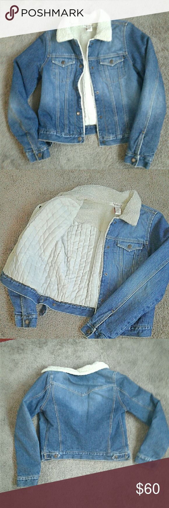 2 hour Sale Abercrombie and Fitch Coat Jean jacket Very warm Worn once looks brand new Size Medium  Abercrombie and Fitch jacket Fuzzy and insulated on inside Abercrombie & Fitch Jackets & Coats Jean Jackets