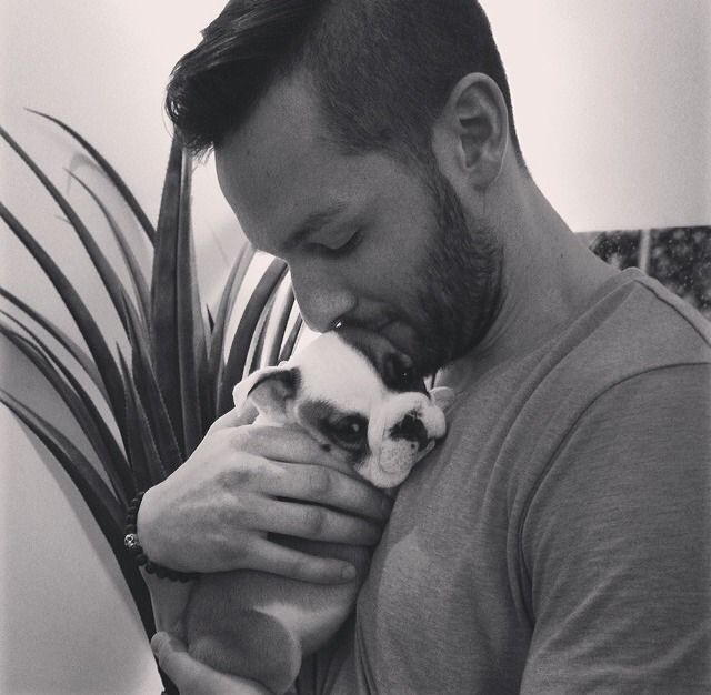 Jonathan Bernier, Toronto Maple Leafs and Bruce the dog (via syukmydat / Tumblr)
