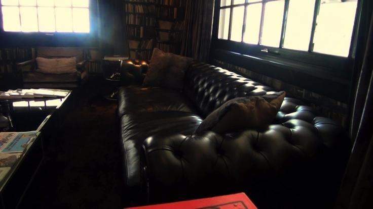 A Bruxelles, passez la nuit Chez Odette en ville ! A l'écart du centre ville, l'hôtel joue la carte de l'intime avec son ambiance tamisée et son imposant et confortable sofa chesterfield !