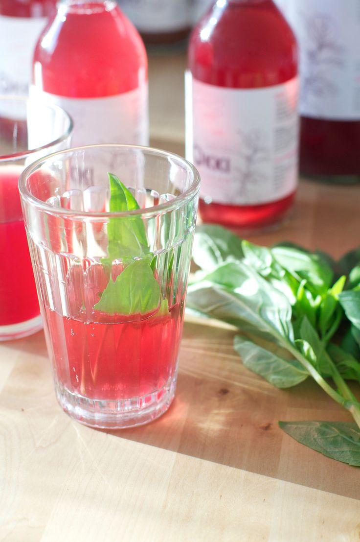 Lökki Kombucha, boisson à base de thé vert bio, naturellement fermentée et pétillante. Riche en probiotiques, antioxydants, acides organiques et enzymes. Carrément détox, raw, vegan et gluten free. Brassé artisanalement à Avignon pour Nina et Sebastian =)