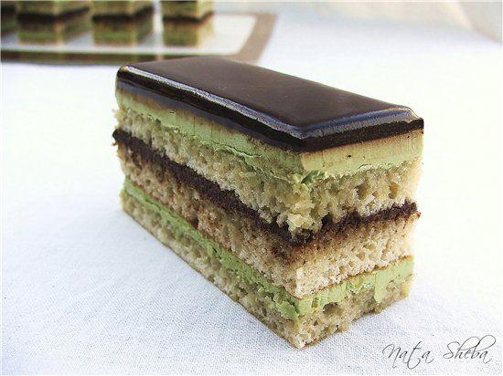 Торт-антреме для почитателей классики торта Опера, созданным Gaston Lenôtre. Эта версия по его рецепту, но с вариантом добавления зеленого чая Матча вместо кофе. Состав:…