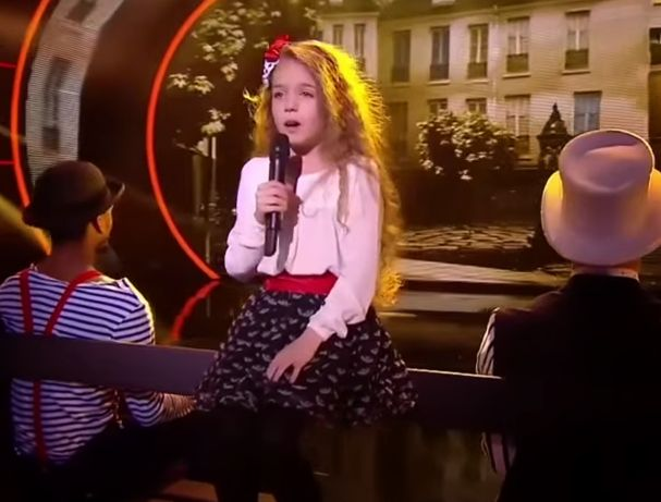 """ERZA MUQOLLI, 9- VJEÇARJA SHQIPTARE QË NGRITI NË KËMBË SPEKTATORIN E """"FRANCE GOT TALENT"""""""