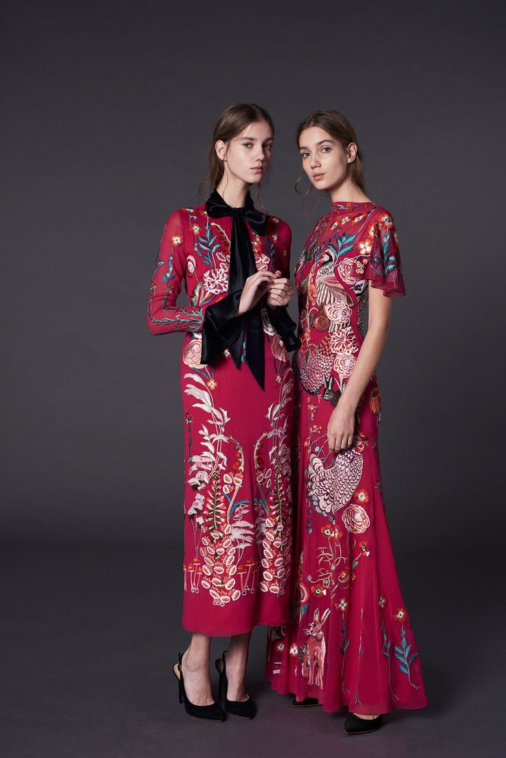 I think Temperley London Autumn/Winter 2017 Pre-Fall Collection is fast becoming my fav so far. This Oriental look os demure.