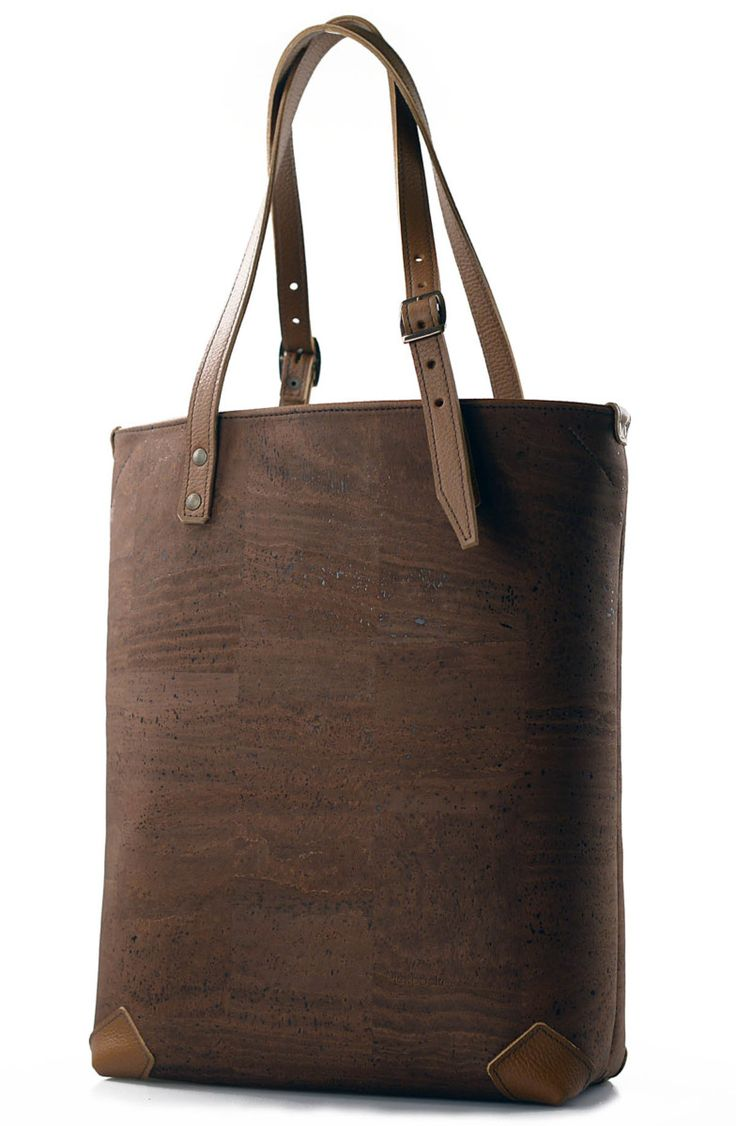 Cork Bag - Pickpocket Bags - Allium Bag - We have the option of more materials to combine our models. Cork is also a good option to combine with our Leather. It's a light material and very resistant to everyday wear. The color variety we have…