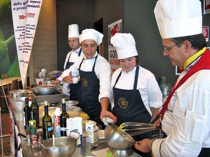 Sulla sinistra Alberto Somaschini, docente e chef