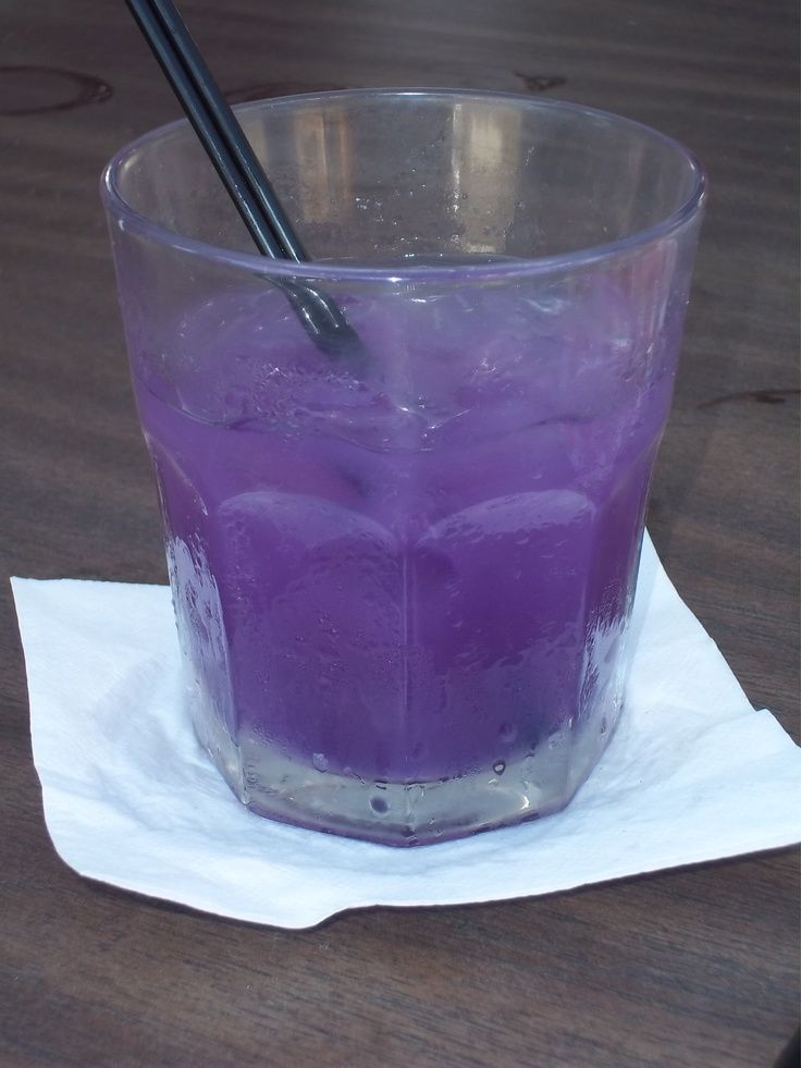 Purple flip flop - Malibu rum, vodka, pomegranate juice & pineapple juice