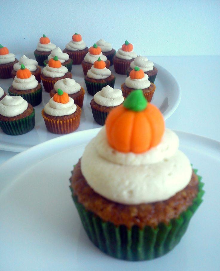 Gluten free almond pumpkin cupcakes