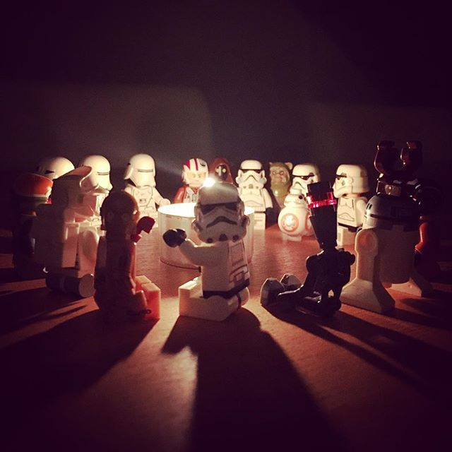 The night before #christmas everyone gathered around to share incredible stories!  #lego #starwars #legostarwars #thenightbefore