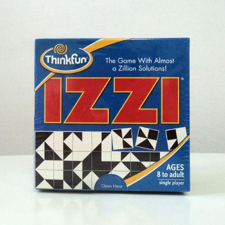 Izzi este un puzzle atipic. Cu doar 64 de plăcuțe colorate cu alb și negru, poți face o mulțime de combinații, într-un tablou de 8X8.