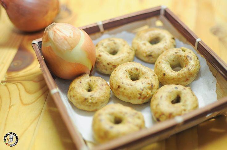 Pratica Culinaria: Taralli pugliesi con cipolla fritta e vino bianco