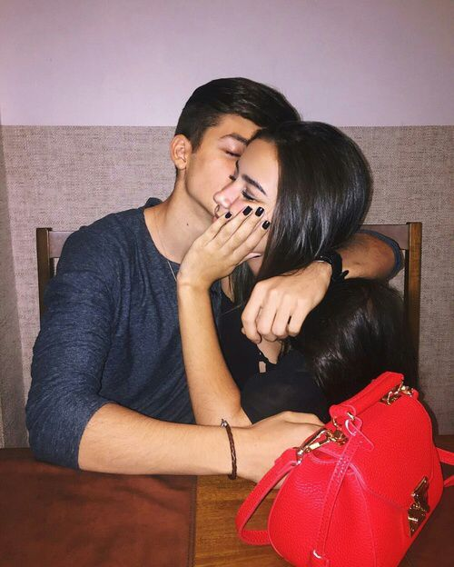 •Pinterest : @vandanabadlani• Elegant romance, cute couple, relationship goals, prom, kiss, love, tumblr, grunge, hipster, aesthetic, boyfriend, girlfriend, teen couple, young love image (Relationship Fotos)