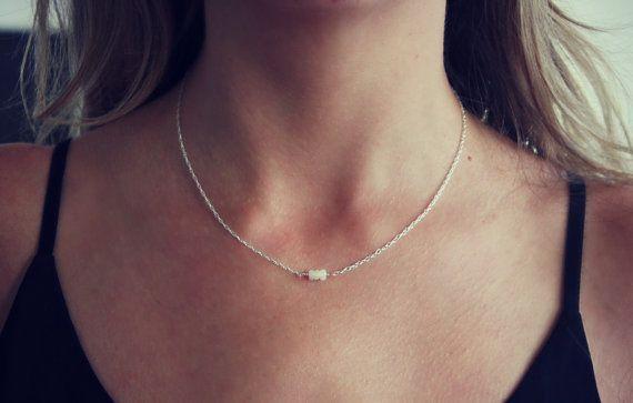Délicat collier opale collier en argent par ChildrenofFlowers