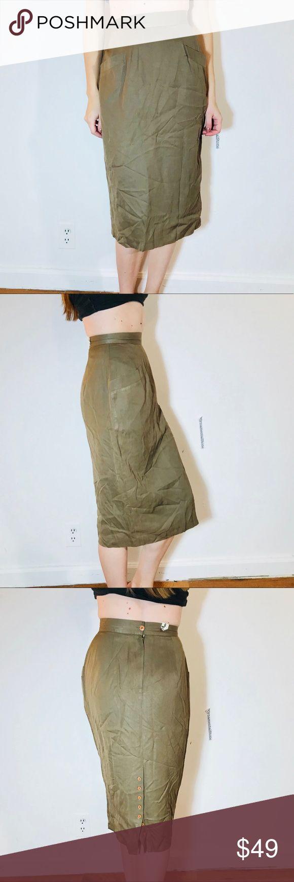 VINTAGE PIN UP STYLE BUTTON BACK SLIT SKIRT XXS EUC, minimal wear. Vintage size 6 - modern size XXS/0 Vintage Skirts Pencil