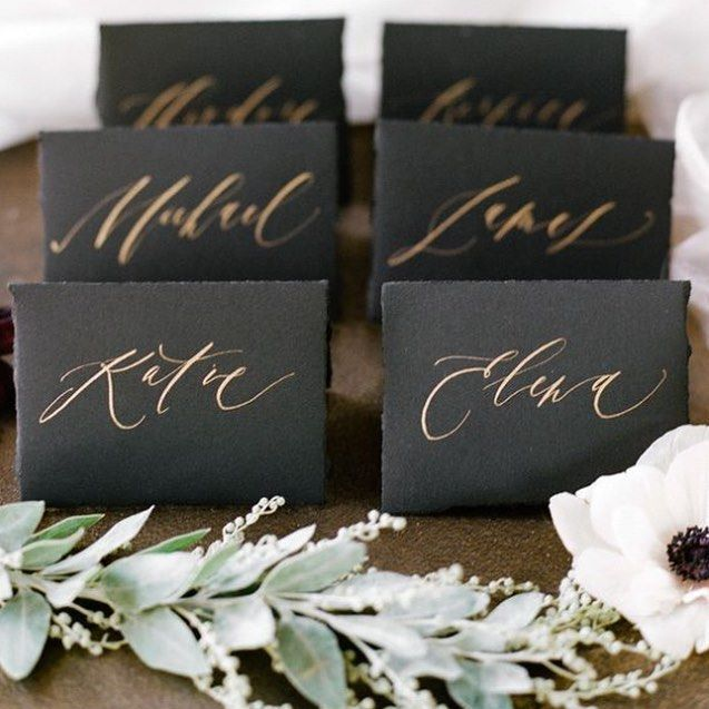 Classic black + gold name cards via @stylemepretty.