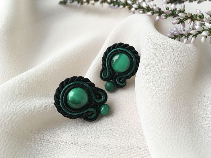 Small soutache earrings with malachite - Basic Green. Handmade earrings with natural stones. Small studs. Green earrings. Spititual earrings
