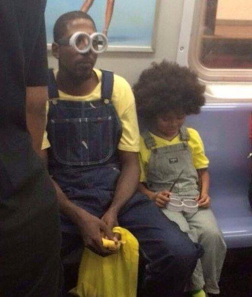 Отец и сын едут смотреть мультфильм.