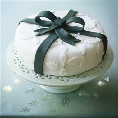 Holly and ribbon Christmas cake