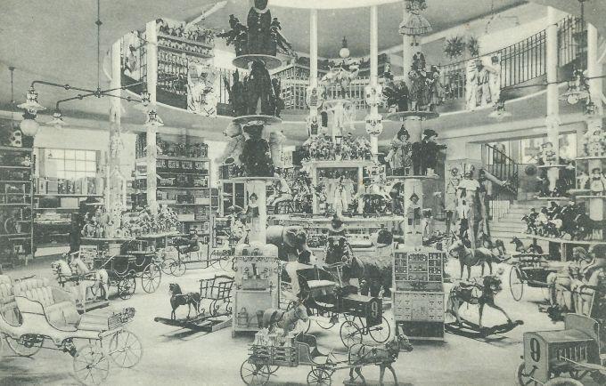 Holzer Simon Divatháza. Az első igazi pesti áruházat 1896-ban nyitotta Holzer Simon a Kossuth Lajos utca 9-ben.