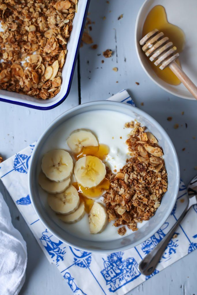 Rezept für Honig Mandel Granola Müsli selbstgemacht Joghurt Frühstück mit Bananen und Honig zuckerzimtundliebe foodblog einfaches granola rezept foodstyling foodphotography zuckerzimtundliebe(Healthy Breakfast Recipes)