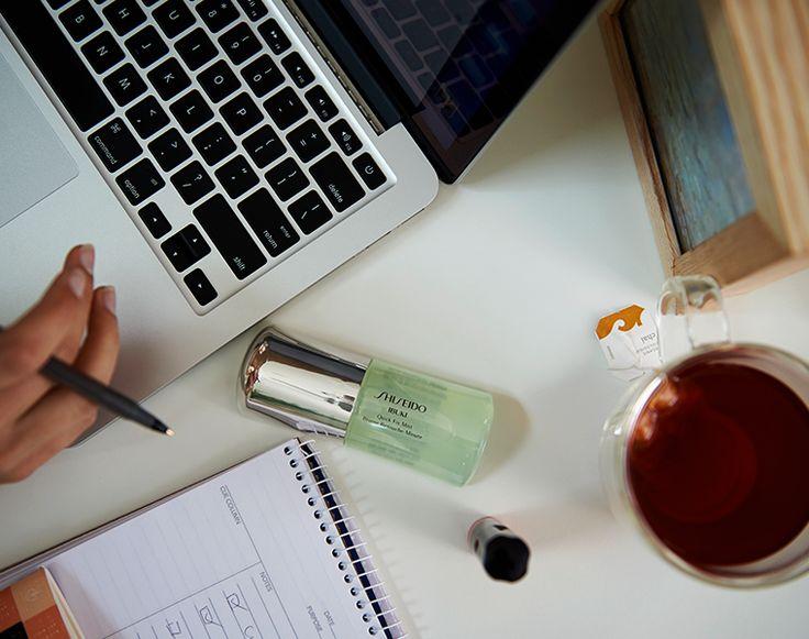 Quick Fix Mist può essere utilizzato al mattino, la sera oppure durante il giorno per ravvivare il #makeup! http://www.shiseido.it/product/quick-fix-mist/