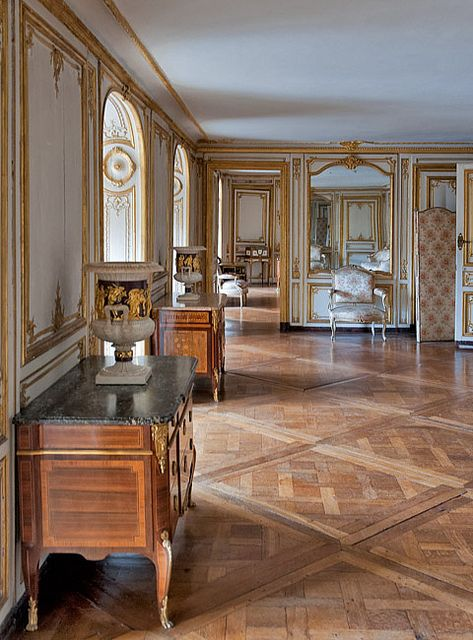 LA LIAISONS D'MARIE ANTOINETTE :  Appartements de Mme Du Barry