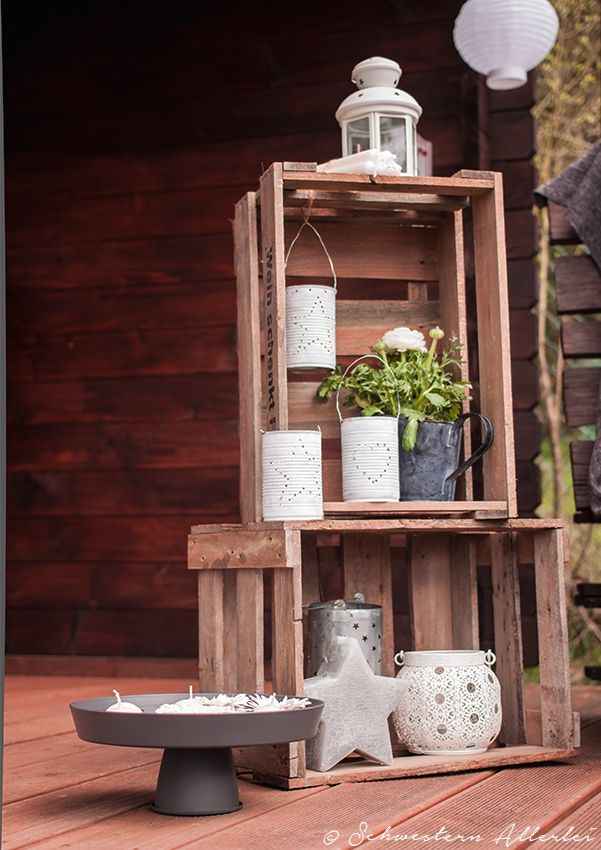 Der Frühling ist endlich da - Zeit, sich um die Gartendeko zu kümmern. Schöne Deko- und DIY-Tipps und ein leckeres Rhabarberkuchenrezept warten auf euch.
