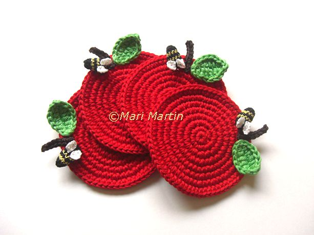awesome #crochet #coasters Red Apple with a bee from Mari Martin. I need to make similar :)