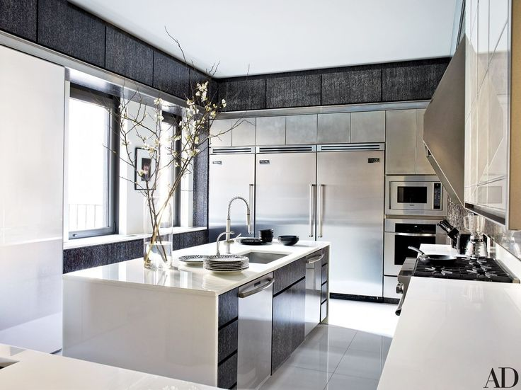 The kitchen is outfitted with Franke sink fittings, and a Viking microwave, range and refrigerators | archdigest.com