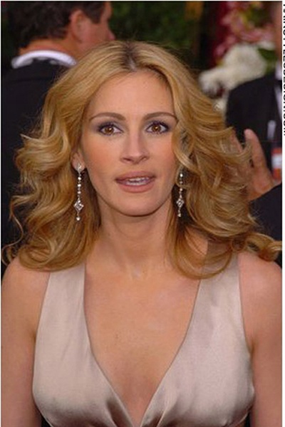 julia roberts - an autumn in her wrong colours. The hair, make up and dress are all too pale for her. She needs warm and rich colours