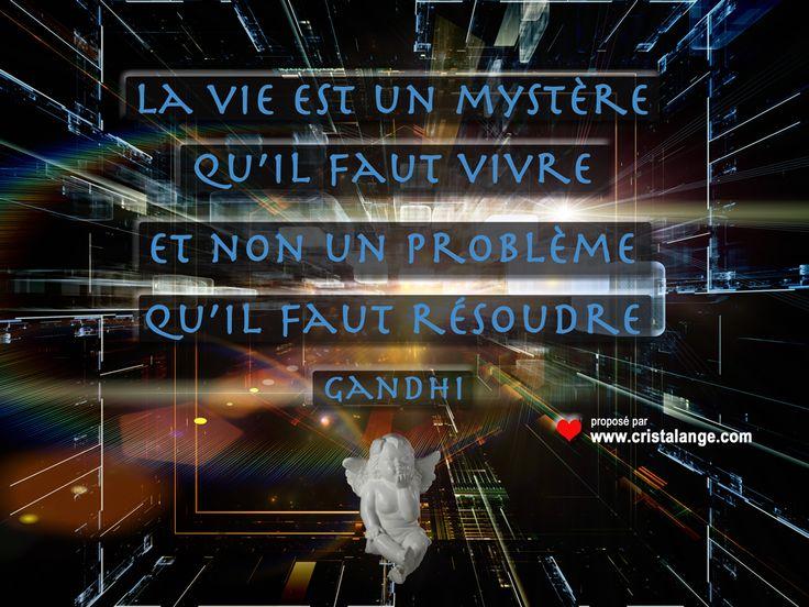 Citation de Gandhi proposée par Bijoux pierres et lithothérapie Cristalange.com: la vie est un mystère à vivre et non un problème à résoudre