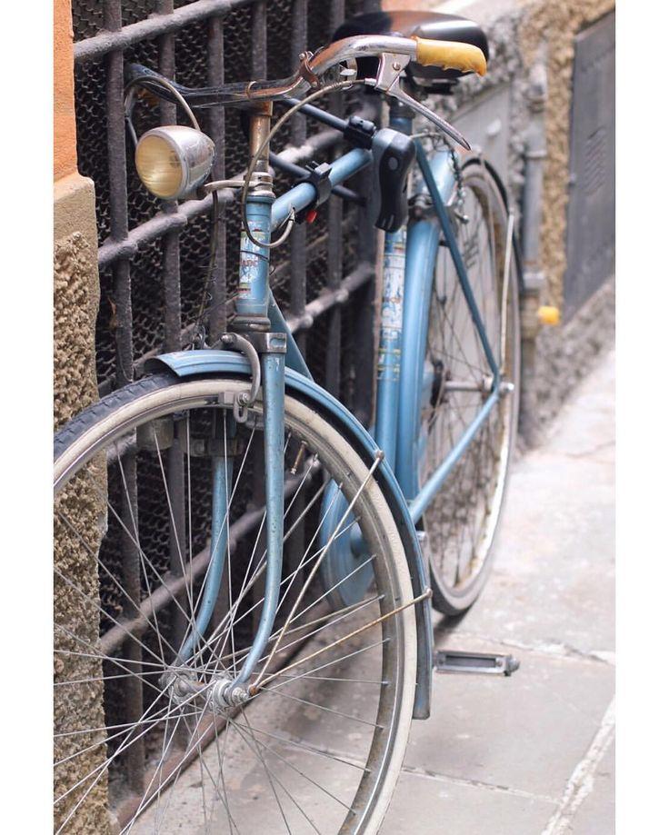 """""""Mi piace"""": 130, commenti: 9 - Lucia Massimino (@lucia_massimino) su Instagram: """"Vintage blue bike in Cremona 💙 #vintage #lovers #bike #cremona #italy #bikersofinstagram #blue…"""""""