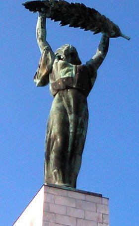 Budapest, a Gellérthegyi Szabadság szobor, nem szokványos formában fényképezve! - Hungary. Foto: Kapcsi Beatrix