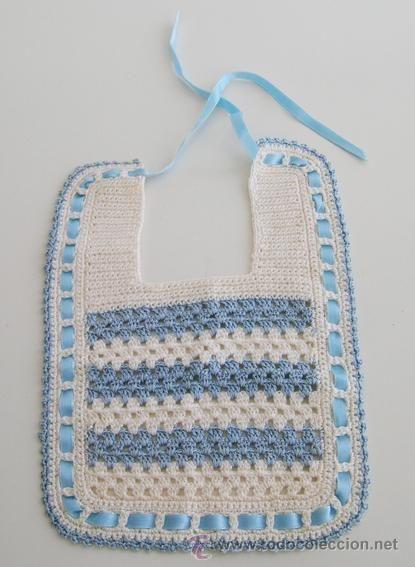 Babero para Bebé Recien Nacido ganchillo/crochet. Blanco y Azul --NUEVO--  14,5cm x 20cm