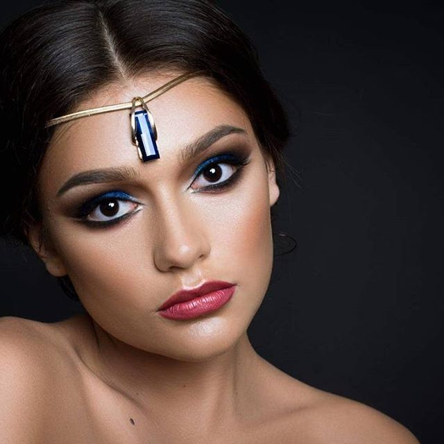 Intense evening  makeup, arabic style for my great model Alexandra. Makeup entirely done with @makeupatelierparis products. Photo :@alexanders.photo hair:Ana Dorca  #eveningmakeup #oxananovacovicimua #ppu33 #makeup #makeupartist #mua #arabicmakeup #kingbluepigment #lovemyjob #instamakeup