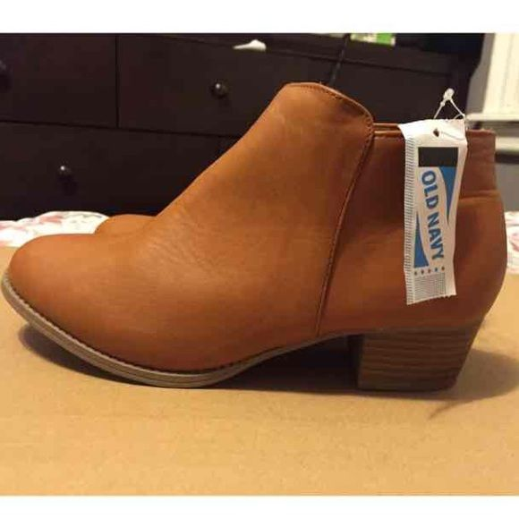 Old navy ankle boots I am reselling these I bought them from someone else. The tag says a 5 but it doesn't fit like a 5 it fits more like a 6. Old Navy Shoes Ankle Boots & Booties