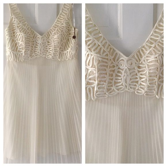 Shop Women's Sue Wong White size 6 Dresses at a discounted price at Poshmark. Description: Sue Wong dress with embroidered bodice. Sold by kaithart915. Fast delivery, full service customer support.