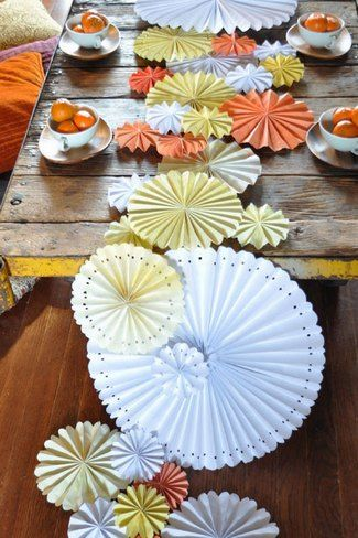 DIY Pinwheel Table Runner; great way to spice up your head table without having a big centerpiece to look over: