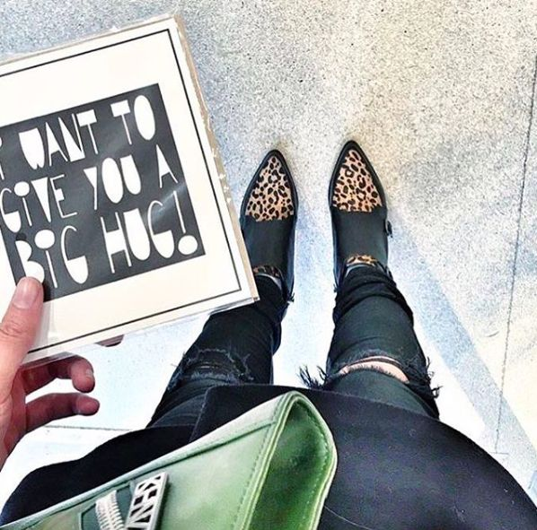 The Gift Label: I want to give you a big hug  repost @paperbirdconceptstore #amsterdam #postcards #thegiftlabel #tgl #Pinterest #Pinteresttips #SocialMedia