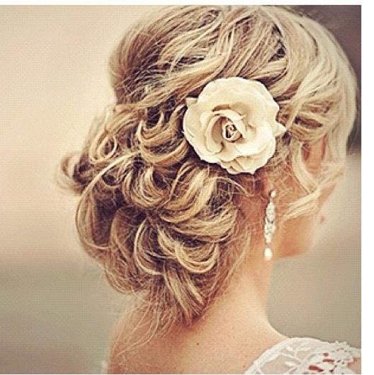 Cute wedding hairdo (: