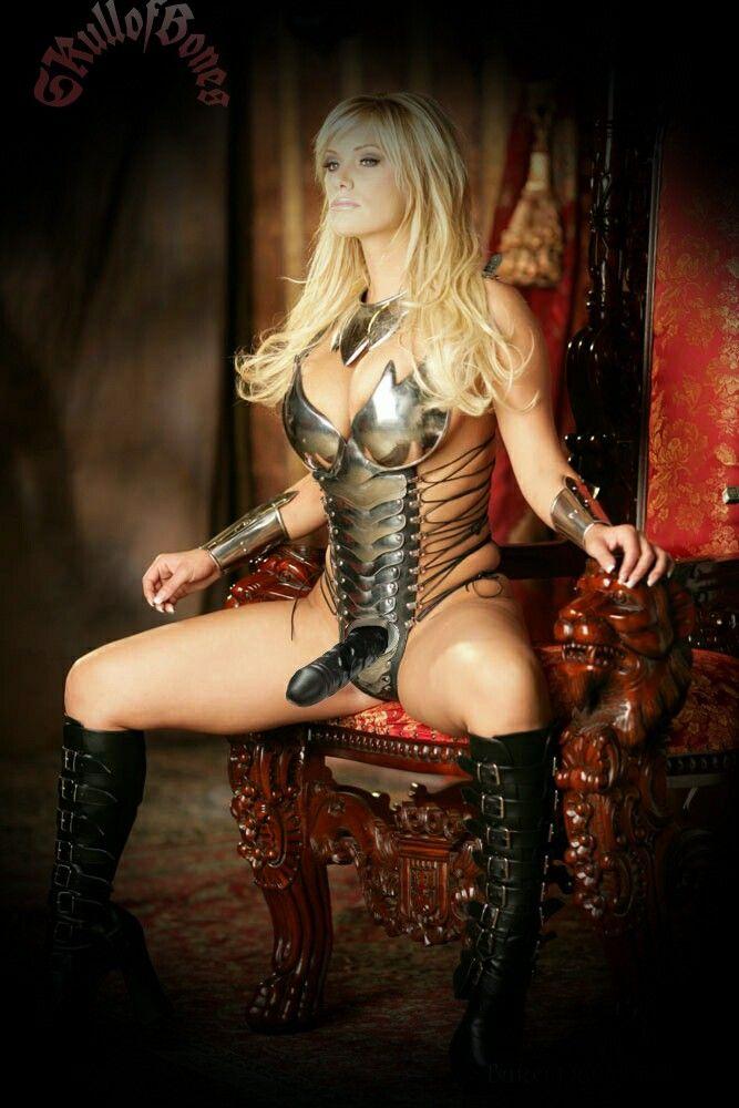 Verkleiden Sie nackte Frau in Photoshop