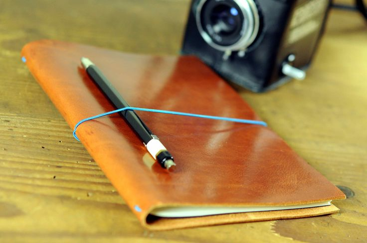 We are introducing the Grand Voyageur XL by Viennese notebook manufacturer paper republic. This is an evocative book made for modern travelers who believe in style and authenticity.