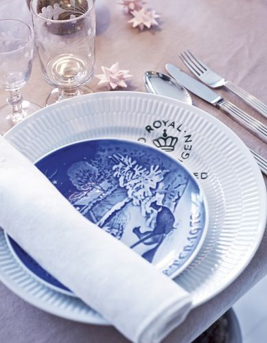 Christmas table setting with Fluted Signature and Christmas Plate