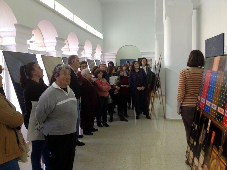 Visita guiada de Patricia Picazo por la exposición ¿Dónde lees tú? en Fuente del Maestre (Badajoz) el 18 de marzo de 2014 | Un libro es un amigo