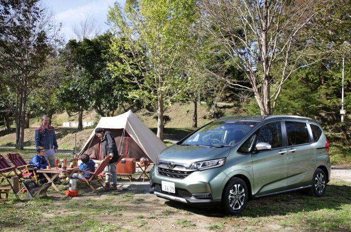 Hondaのコンパクトミニバン フリード に新グレード フリード クロスター が登場 今回はsuvテイストでアウトドア映えするフリード クロスターに インスタグラムで人気のキャンパーが乗り込んでキャンプへ 多くのキャンプ好きが憧れるこだわりキャンパーのギア選びの