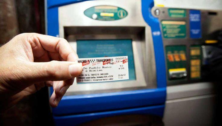 Metro de Madrid despide hoy, tras más de cien años de historia, los billetes en papel, que han sido sustituidos por la tarjeta Multi.