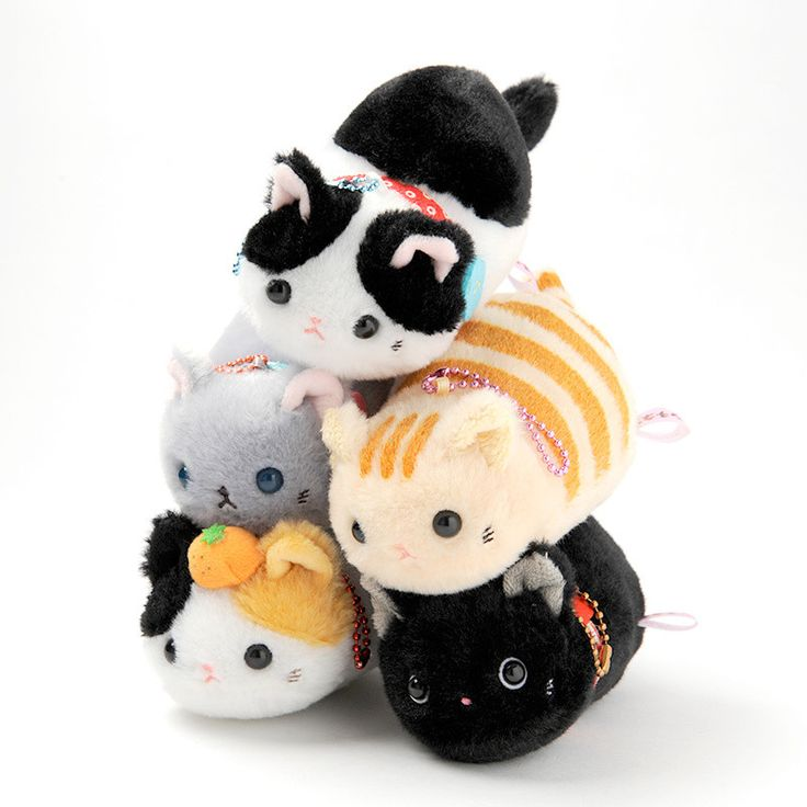 """These are sooo cute!!! I especially like the black kitty, Kuro!! <3 Tsuchineko Wagokoro plushies are of fashionable cats wearing collars inspired by traditional Japanese style. Wagokoro is the combination of two Japanese kanji with the meanings of """"Japanese style"""" and """"heart."""" Fiver versions are available: Kuro (black), Kurobuchi (black and white / cow cat), Chatora (brown tiger / Tabby), Calico, and Russian Blue."""