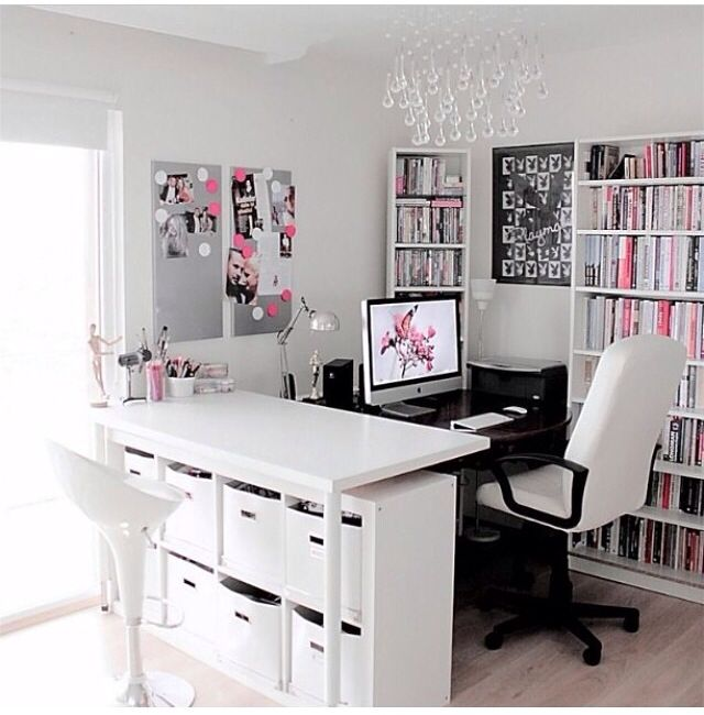 White Workspace | Home Office Details | Ideas for #homeoffice | Interior Design | Decoration | Organization | Architecture | Desk | Beautiful Home Offices | Bright Bold and Beautiful | Home office decor ideas.