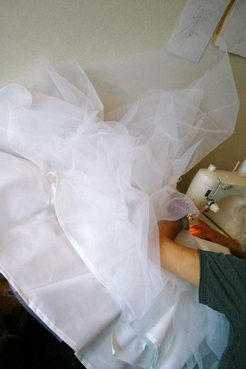 一針一針、心をこめて作られる、私のためだけのドレス♪                              やっぱりドレスは妥協したくない!一からオーダーとはいかなくても、画像を見て、お店に行き、ゆっくりじっくり検討が大事★【結婚×ドレス×写真→色んなドレスが見れます】