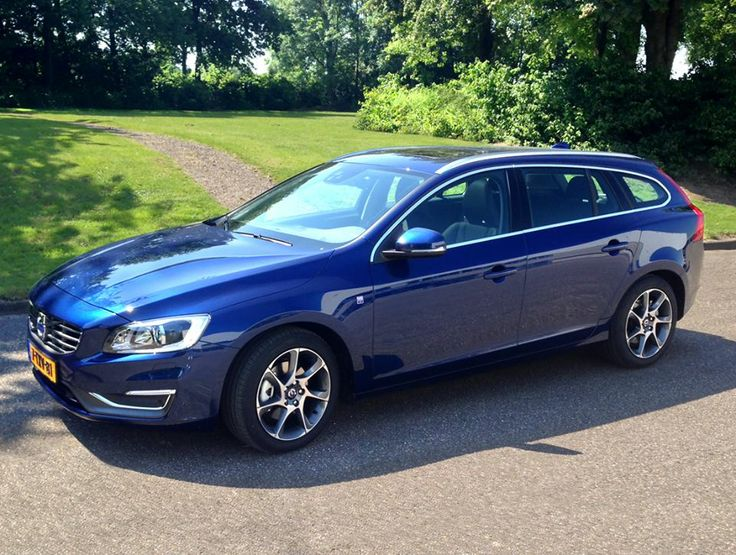 Gespot bij Volvo Cars Nederland - De nieuwe V60 Ocean Race Edition in de exclusieve metallic lak kleur Ocean Race Blue II